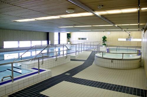 Iiris-keskuksen uima-allasosasto.