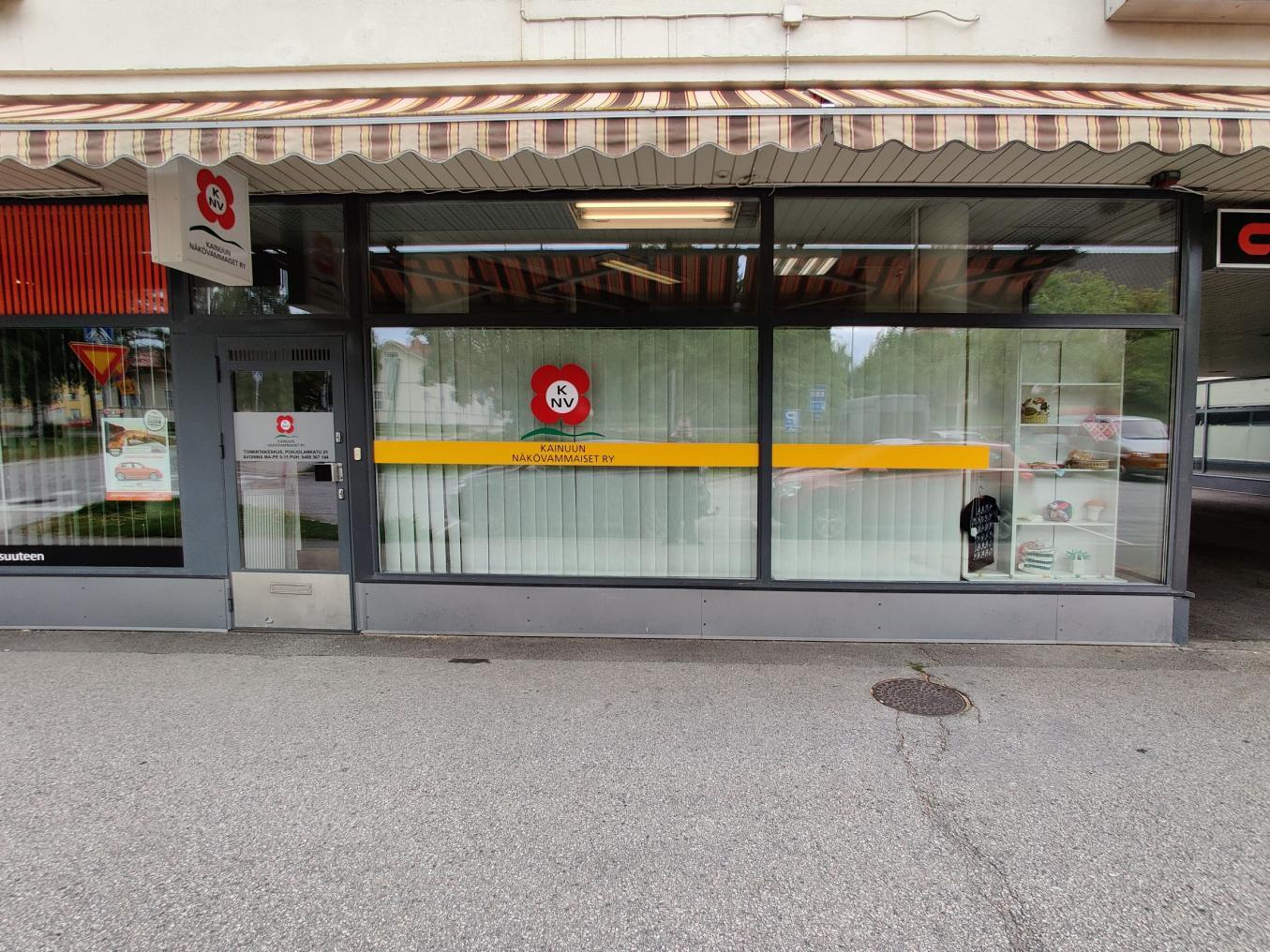 Kainuun Näkövammaiset toimisto etuovi kuvassa.