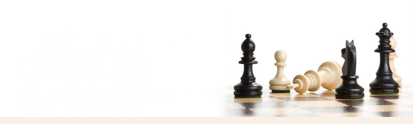 shakkinappuloita shakkilaudalla